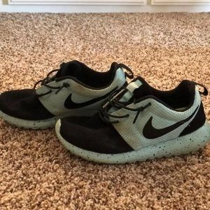 Tiffany blue and black nike roshes